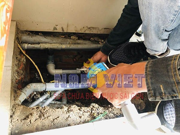Sửa rò rỉ nước máy bơm ở quận Tân Bình