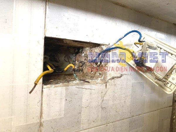 Hướng dẫn sửa ổ cắm điện cho an toàn khi bị chập điện