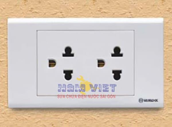Thay thế ổ cắm điện mới