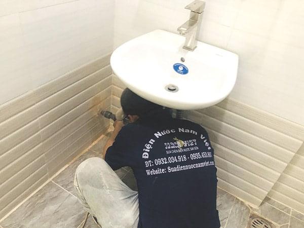 Thợ sửa thiết bị vệ sinh tại quận 10