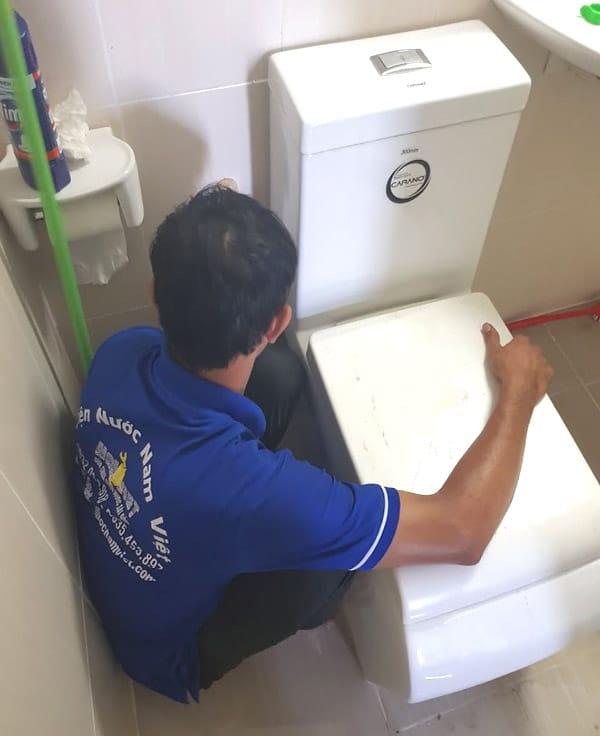 Thợ lắp đặt, sửa thiết bị vệ sinh