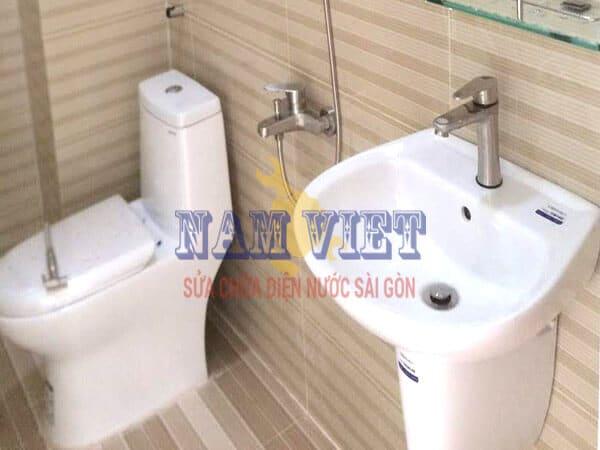 Lắp thiết bị vệ sinh ở quận 1