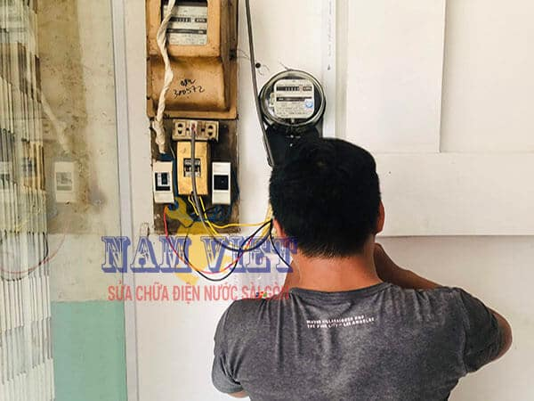 Sửa điện và lắp đồng hồ điện phụ