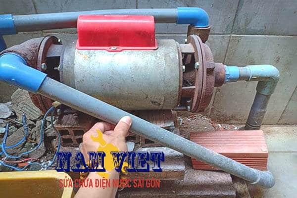 Sửa đường ống nước máy bơm ở quận 6