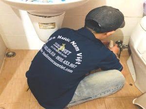 Sửa ống nước nhà vệ sinh bị rò rỉ