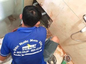 Thợ sửa van khóa nước nhà vệ sinh