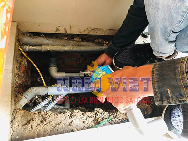 Sửa ống nước bị bục