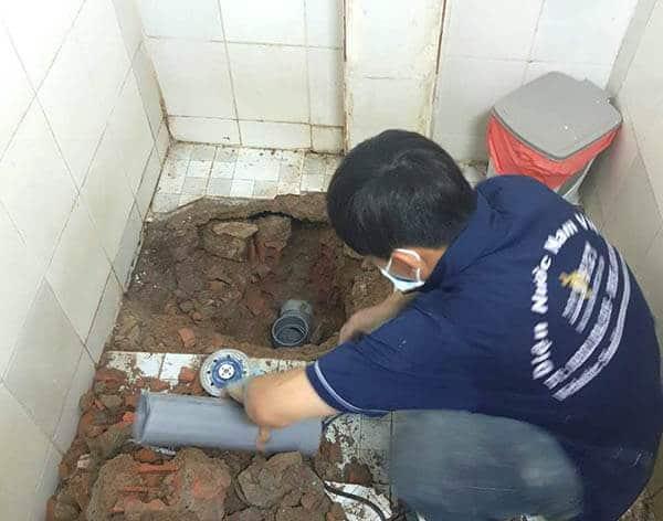 Chuyển ống nước thoát bồn cầu