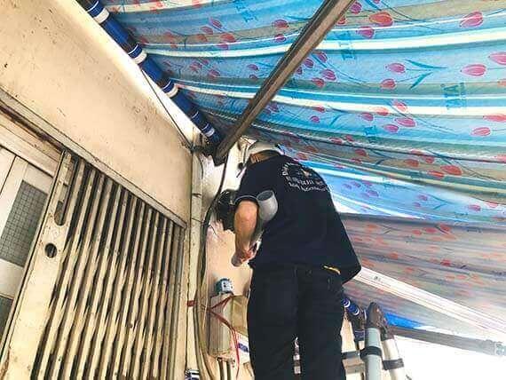 Thợ sửa đường ống nước mưa