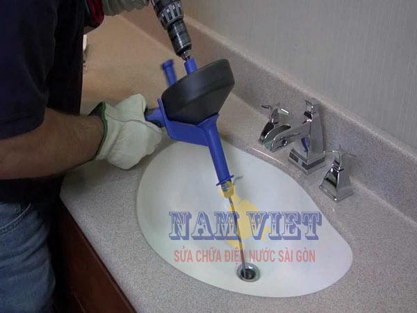 Thông tắc bồn rửa mặt tại TPHCM