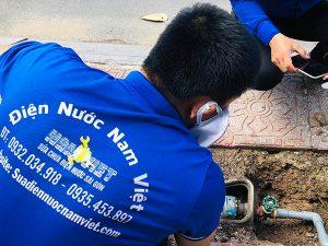 Sửa đường ống nước cấp bị bục