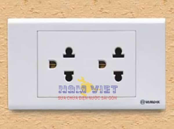 Thay mới ổ cắm điện tại nhà TPHCM